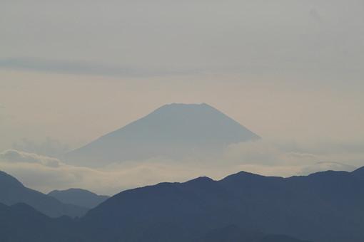 奈良 関西 日本 観光 観光地 旅行 自然 植物 風景 景色 空 山 山脈 雲 山頂 写真 もや 朝もや 曇り 影 雲海 連峰 連山 連なる 重なる 荘厳 厳か 頂上