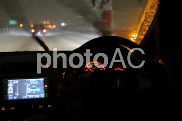 雪道の運転の写真