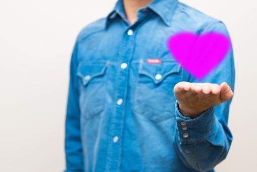 男性 メンズ 会社員 臨時 ライフ 将来 シャツ 運 ジャッジ ハート 結婚 恋愛 ラブ 恋 ウェディング 貯金 告白 想い 助ける 支える 家族 恋人 夫婦 気持ち ピンク