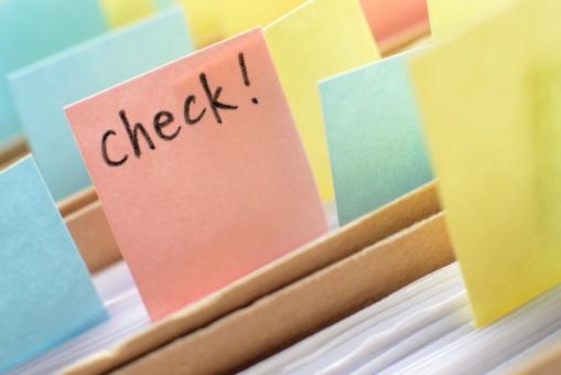 付箋紙 付箋 チェック 確認 ビジネス 書類 ファイル メモ 文房具 オフィス 覚書 事務 事務用品 サプライ シール ピンク 黄色 水色 ビジネスイメージ