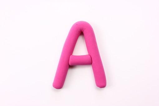 クレイアート アート 粘土 ねんど 手作業 細工 手作り 芸術 美術 図工 作る カラフル 色 ポップ キュート かわいい 味がある 影 小物 物体 素材 アルファベット 英語 ピンク A