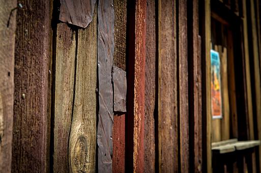 ツギハギの壁1の写真