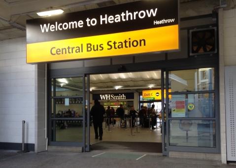 海外 イギリス 英国 観光 外国 バス 交通 ヒースロー ロンドン 海外旅行 バスステーション バス停 停留所