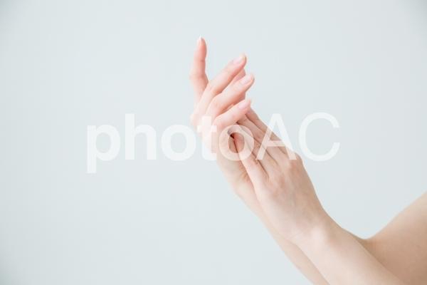手を合わせるの写真