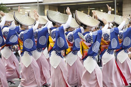 風景 スナップ 環境 町並み 文化 人物 行事 催し 祭り 歴史 伝統 フェスティバル 和風 古風 日本 はしゃぐ 楽しい 名残 人気 有名 人ごみ 名物 旬 民族 無形民俗文化財 儀式 祭礼 夏 祭囃子 縁日 踊り 阿波踊り 衣装 徳島 女性