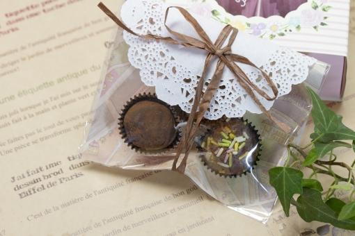 チョコレート バレンタインデー ホワイトデー お菓子 スイーツ トリュフ 手作り プレゼント ラッピング ギフト ギフトボックス 英字新聞 アイビー 告白 義理チョコ 可愛い