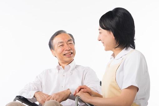 老人 高齢者 お年寄り シニア 男性 男 おとこ  2人 二人  介護士 看護師 エプロン  介護 不自由 椅子 ヘルパー 白バック 白背景 白シャツ  白衣  車いす 車椅子    女性 おんな 女 座る   手  会話  笑顔 微笑み mdjf017 mdjms004