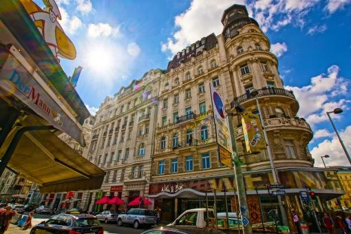 ウィーン wien austria オーストリア 街並み 青空 晴天 観光地 風景 ヨーロッパ 晴れ 海外 建物 空 vienna 町並み 欧州 快晴 屋外 ウイーン 観光 街 都市 旅行 オーストリー 真夏 夏 海外旅行 都市風景 市街 中欧 旧市街