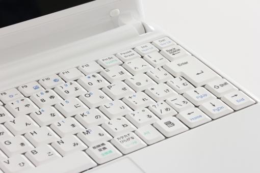 パソコン ノートパソコン キーボード 白 白い ブラインドタッチ パソコン操作 キー キータッチ ピッチ 背景 素材 背景素材 イメージ 壁紙 IT PC IT PC ビジネス 仕事 データ入力 ITビジネス 情報ビジネス ネットビジネス インターネット 業務 作業 ホームページ ウェブサイト