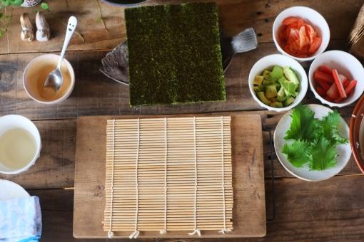 巻き寿司準備 巻き寿司 まきずし 巻きすし 寿司 すし スシ まきす 巻きす 巻き簀 マキス しそ シソ 紫蘇 大葉 カニカマ かにかま カニかま アボカド のり ノリ 海苔 sushi sushiroll