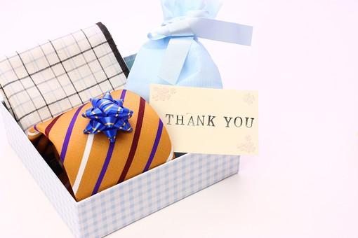 父の日 イベント プレゼント ギフト 行事   明るい    6月 六月  贈る     プレゼント 箱 ネクタイ ハンカチ メッセージ メッセージカード 感謝 ありがとう thank you THANK YOU 白 白バック チェック