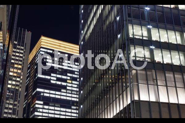 東京 オフィスビルの夜景の写真