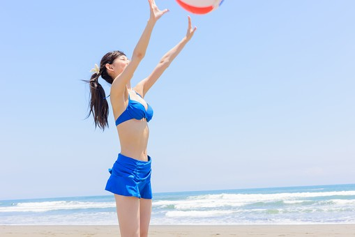 ビキニ 水着 日本人 ビーチ 海 砂浜 人物 旅行 旅 観光 オーシャン 青 ブルー 波 トラベル ホリデー 青空 晴天 晴れ 美女 綺麗 野外 屋外 夏 常夏 楽園 ビーチバレー ビーチボール 遊び ビーチスポーツ 一人 女性 上半身 海水浴 mdjf011