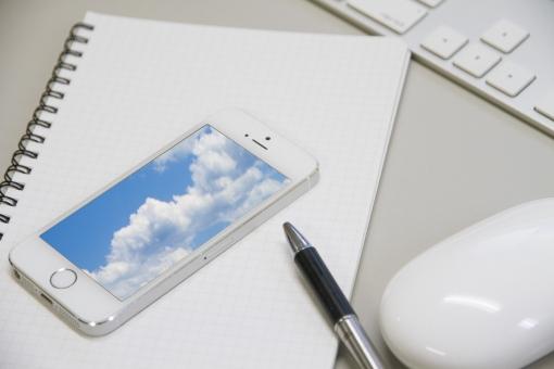 パソコン キーボード マウス ノート ペン ボールペン 携帯電話 スマホ スマートホン スマートフォン IT ビジネス デスク 方眼 クラウド ネットワーク 雲