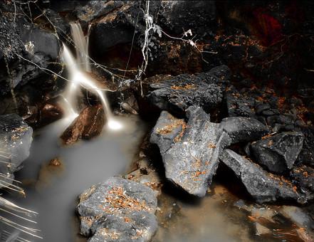 大自然 景色 風景 自然 川 河 河川 渓流 森 森林 林 癒し 環境 マイナスイオン 植物 石 岩 流れ 鉱物 鉱石 枯れ葉 湿地 岩石 煙 光り 氷柱 つらら