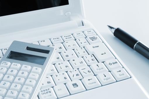 パソコン ノートPC オフィスツール デスク 業務スケジュール ビジネス データ集計 プロジェクト 仕事 サラリーマン 社会人 仕事場 職場 作業 企画立案 プラン 業務効率 ホームページ制作 ブログ インターネット ウェブ クリエイティブ ノマドワーカー 背景 素材 背景素材 IT キーボード 営業マン 企業