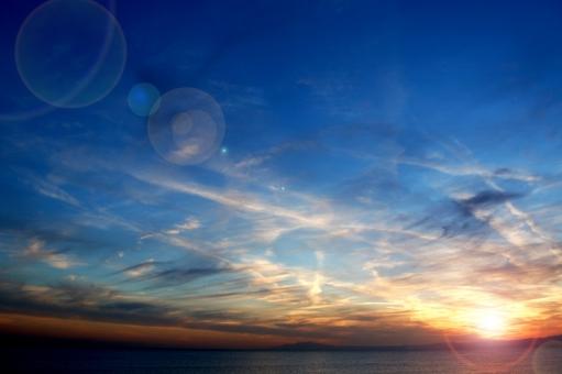 青 オレンジ 海岸 海 雲 白 キャンパス 怪しい