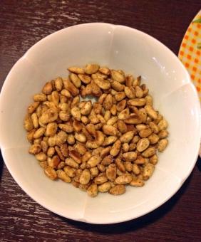 松の実 木の実 実 まつ 松 マツ まつの実 マツの実 皿 小皿 小料理 食べ物 食卓 食品 食事 ナッツ 料理 調理 グルメ 風景 景色 箸休め 珍味