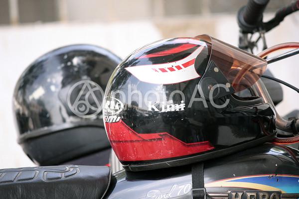 パキスタン バイクヘルメットの写真