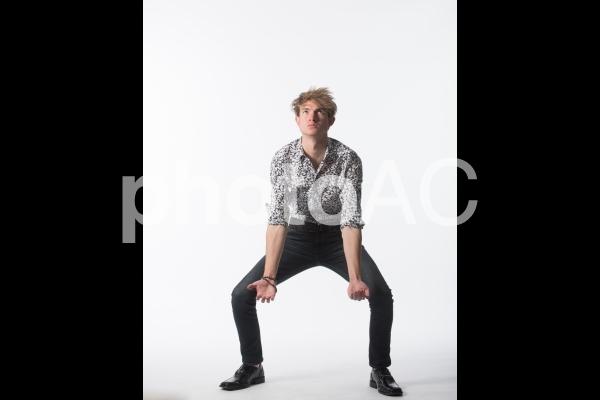 ポーズを取る男性18の写真