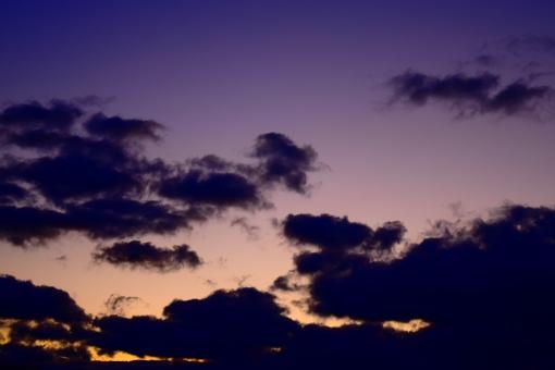 空 デスクトップ 天気 綺麗 きれい 紫 パープル 青 自然 素材 背景 癒し もこもこ 雲 光 癒やし バックグラウンド 夕暮れ 夕方 夕焼け 影 夜 気象 グラデーション 神秘的 瞑想 美しい 壁紙 模様 ポストカード テクスチャ 透明感 ハガキ ヒーリング スカイ ポスター 天候 天気予報 気象予報 待ち受け デトックス 無料 待ち受け画面 暗い雲 ホーム画面 コントラスト強め