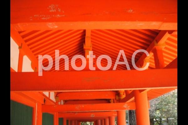 朱塗りの屋根の写真