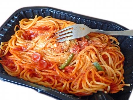 冷凍食品 加工食品 レトルト食品 ナポリタン pasta パスタ スパゲッティー スパゲティ spaghetti イタリアン イタリア料理 イタ飯 洋食 西洋料理 麺 麺類 食べ物 食品 食材 料理 調理 gourmet グルメ 食事 食卓 食事の風景 食卓の風景 食料品 食糧 食料