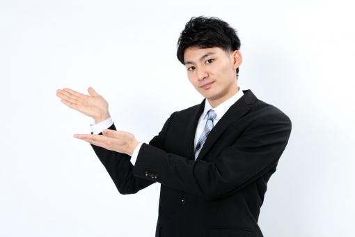 人物 生物 人間 男性 若い 青年 アジア アジア人 日本 日本人 ポーズ モデル スーツ ジャケット ビジネス 就活 フォーマル バストアップ 上半身 ボディランゲージ 示す 伝える 意志 コミュニケーション 手 ハンドサイン 手 案内 mdjm002