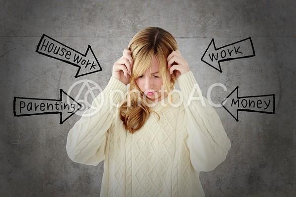 ストレスフルな女性の写真