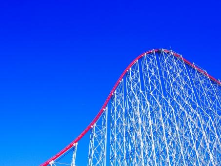 ジェットコースター テーマパーク アトラクション 鉄筋 青空 スカイブルー ファンタジー 夢 夢の国 ホワイト 白 ライン コース 赤 遊園地 子供