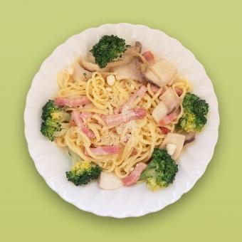 パスタ 生パスタ リングイネ スパゲティ イタリアン イタ飯 麺類 野菜 ブロッコリー えりんぎ エリンギ ベーコン ランチ 食べ物 料理 手作り