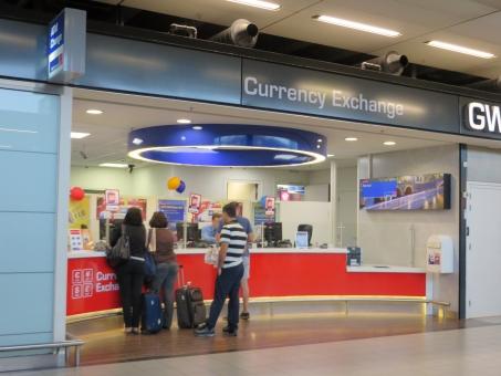 両替 お金 旅行 旅 一人旅 ひとり旅 レート 為替 窓口 空港 飛行場 海外旅行 準備