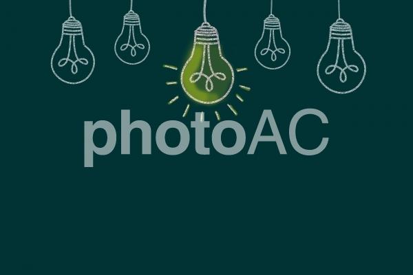 黒板に電球イラスト3の写真