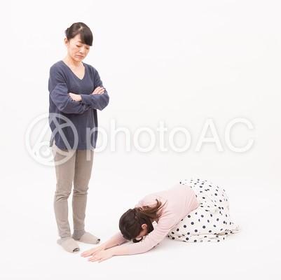 スライディング土下座をする嫁2の写真