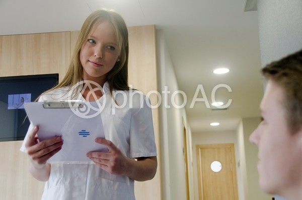 看護師と患者3の写真