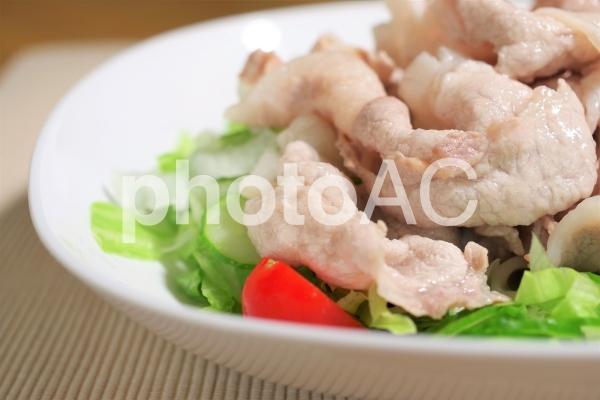 薄切り豚ロース肉の冷しゃぶの写真