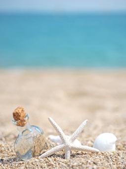 テクスチャ テクスチャー バックグラウンド 背景 背景素材 自然素材 夏休み 貝殻 貝 ヒトデ 砂浜 砂 夏 サマー summer 自然 海 マリン シー 波 水辺 海辺 水 ビーチ 海水浴 うみ サンド サンドビーチ 涼しい 清涼感 涼やかな さわやかな 爽やかな さわやか 爽やか 清々しい 小物 素材 ネイチャー nature テキストスペース テキスト シェル 季節 四季 暑い 暑中見舞い 暑中見舞 バック 背景画像 イメージ 夏のイメージ 巻貝 ボトル 瓶 小瓶 メッセージボトル 真夏 リゾート