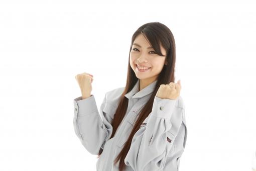 人物 日本人 女性 女の子 20代  モデル かわいい 美人 ロングヘア 作業服  作業着 スタジオ撮影 白バック 白背景 仕事  技術職 ガテン系 作業員 両手 ガッツポーズ 拳 張り切る やる気 頑張る 任せて おまかせ 信頼 笑顔 スマイル mdjf019