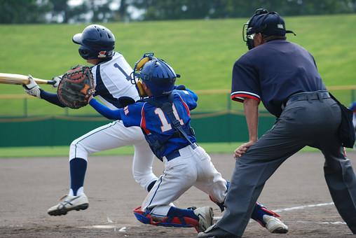 日本 国内 外 屋外 野外 人物 スポーツ 運動 こども 子ども 子供 少年 野球 試合 プレー バッター キャッチャー スイング ヒット 守備 攻撃 少年野球 ボール 打撃 グラウンド 打つ 守る