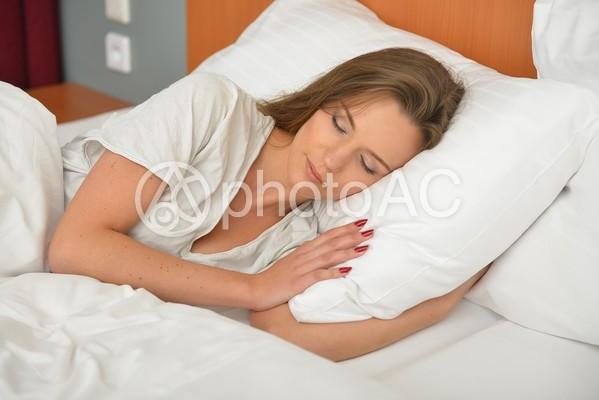 ホテル 眠る女性5の写真