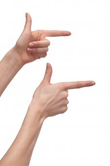 手 両手 右手 左手 手指 人差し指 親指 手の平 掌 手の甲 手首 腕 両腕 ハンド 指す 示す 指し示す 触る 触れる 伸ばす 構える 狙う 手話 前方 右方 右向き 指示 指摘 ハンドポーズ ポーズ ハンドパーツ パーツ 白バック 白背景