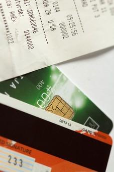 クレジットカード プラスチックマネー クレディットカード 買物 ショッピング 会計 支払 出費 スマート 現金不要 引落し 銀行 財布 リボ払い ICチップ ポイント 複数枚 全国共通 世界共通 ブラックカード 上限  キャッシング ローン 学生 社会人 本人確認 カード審査 カード番号 法人カード コーポレートカード ビジネスカード ビザ アメリカンエキスプレス JCB マスターカード レシート 明細 購入 履歴 レジ 暗証番号 領収証
