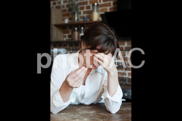 離婚を考える女性11の写真