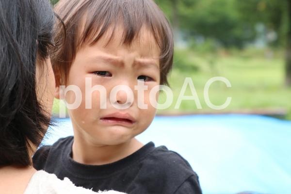 イヤイヤ期の子供の写真