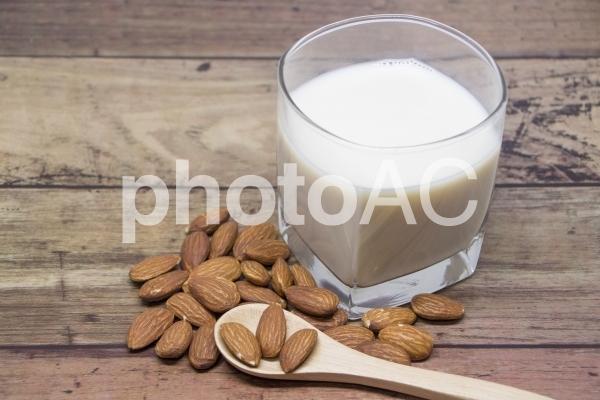アーモンドミルクの写真