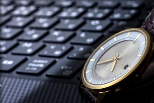 ビジネス 仕事 メール PC ゲーム 勉強 コピースペース キーボード 時計 腕時計 背景 背景素材 ポストカード ツール 相棒 必需品 デザイン素材 グラフィック素材 マイツール 勉強ツール ビジネスマンツール 学生ツール とっても便利 タグ:ノートパソコン