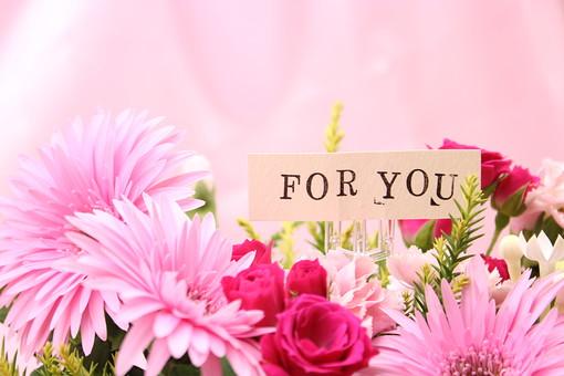 花束とカードの写真