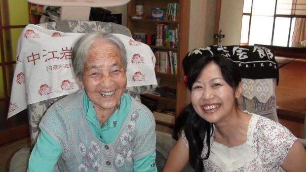 お婆ちゃん おばあちゃん おばあさん お婆さん 祖母 100歳 100才 百歳 百才 孫 ひ孫 曾孫 曽孫 先祖 親族 老人 老婆 老女 笑顔
