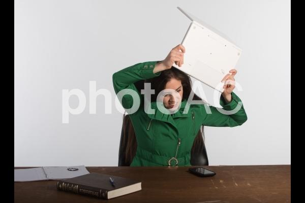 悩む女性6の写真