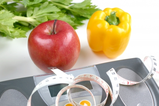 健康 体重 体重計 病気 肥満 ダイエット 野菜 食生活 セロリ りんご 果物 フルーツ パプリカ メジャー ウエスト メタボ 体重測定 BMI 痩せ 減量 医療